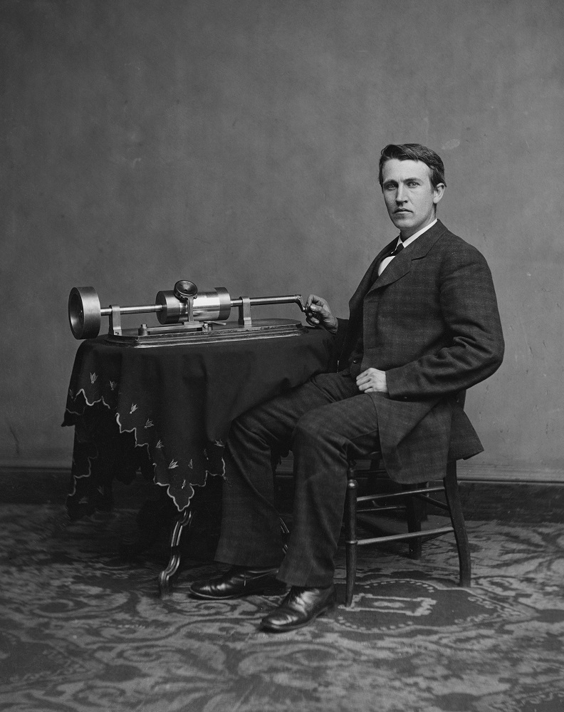 Thomas Alva Edison with his second phonographer. Photo: Wikipedia.