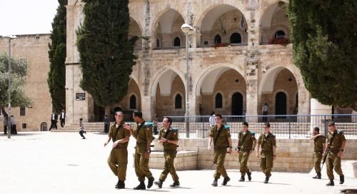 Argipäev Batei Mahsse platsil Jeruusalemma vanalinna juudikvartalis. Foto: Villem Tomiste