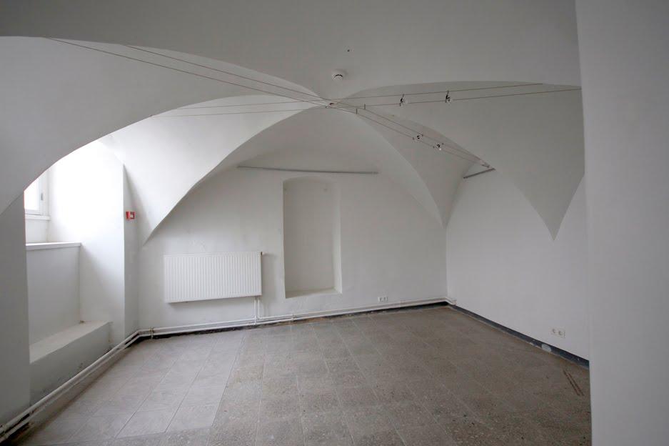 Y galerii