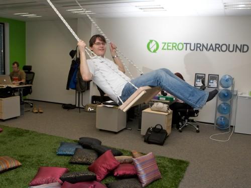 ZeroTurnaroundi asutaja Jevgeni Kabanov 2010. aastal ettevõtte Tartu kontoris. Foto: Aldo Luud / Scanpix