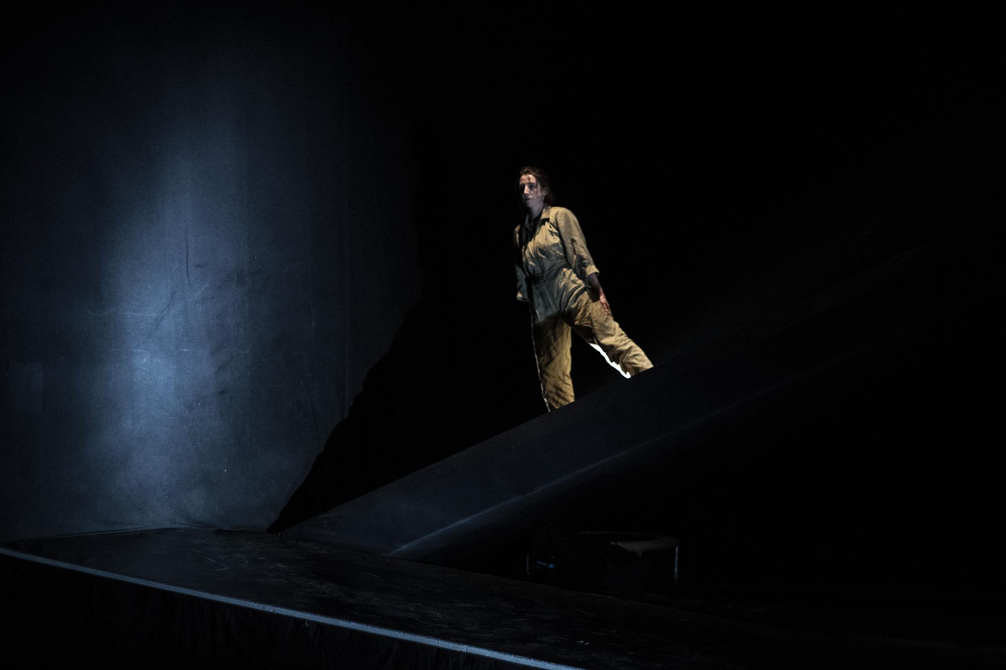 """Kädi Metsoja koreograafiline põnevik """"tegeele"""". Foto: Lars Schmidt"""