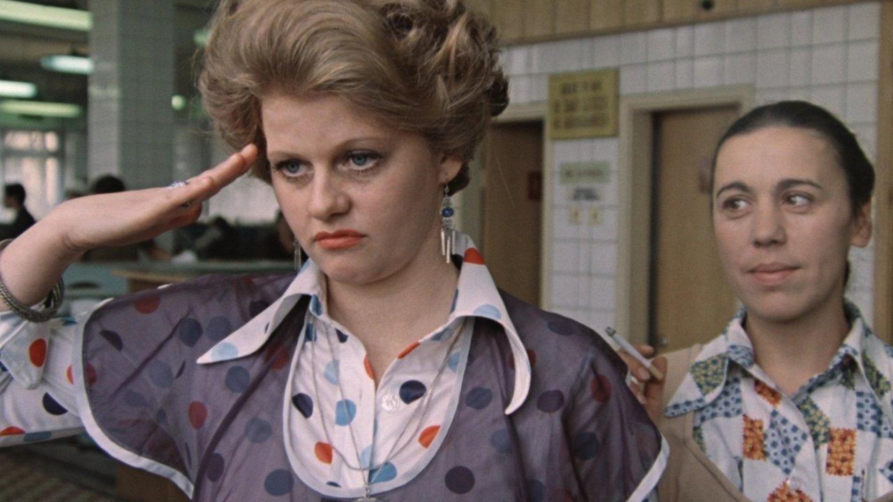 """Kaader filmist """"Moskva pisaraid ei usu"""" (1979)."""