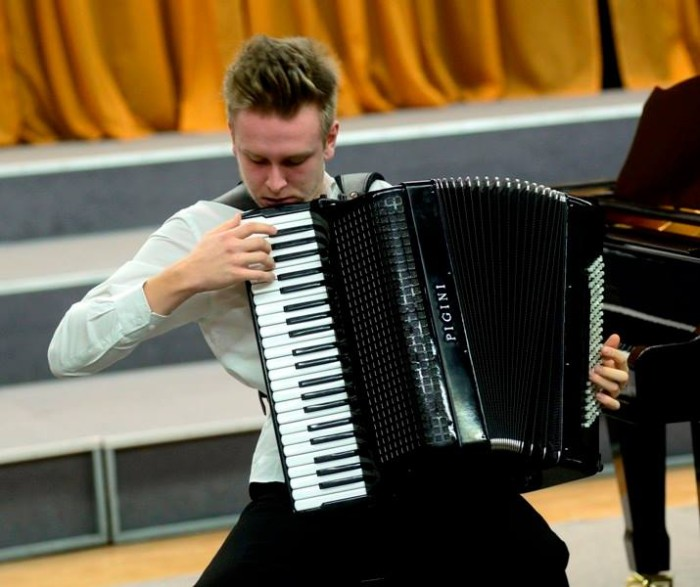 Henri Zibo (akordion). Foto: Klassikatähed 2014