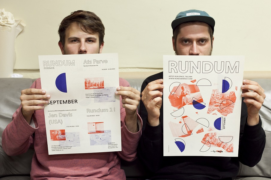 (Vasakult) Carl-Robert Kagge ja Kert Villart on kujundanud algusest peale ka Rundumi prooviruumi teabekandjaid. Foto: Kristina Õllek