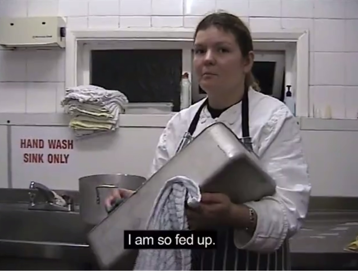 """Kaader Minna Hindi dokumentaalist """"Kolm pilti elust ja ajast"""" (2006) Inglismaal töötamisest. Video leitav vimeo.com/hint"""