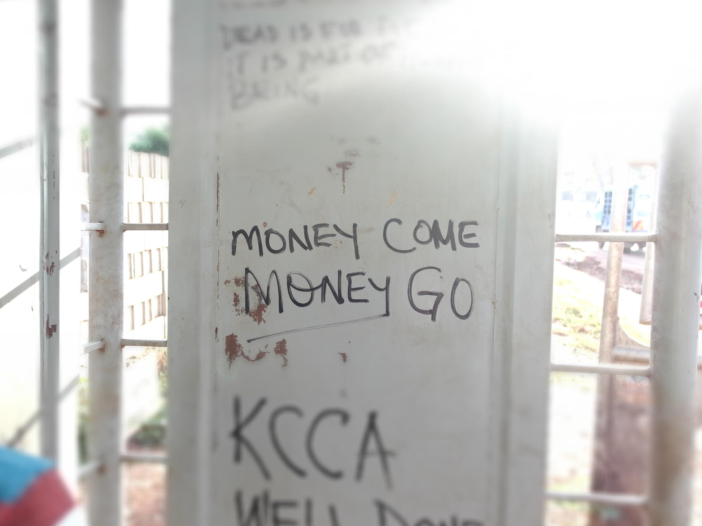 Sõnum Uganda pealinna Kampala tänaval. Foto: Aliine Lotman