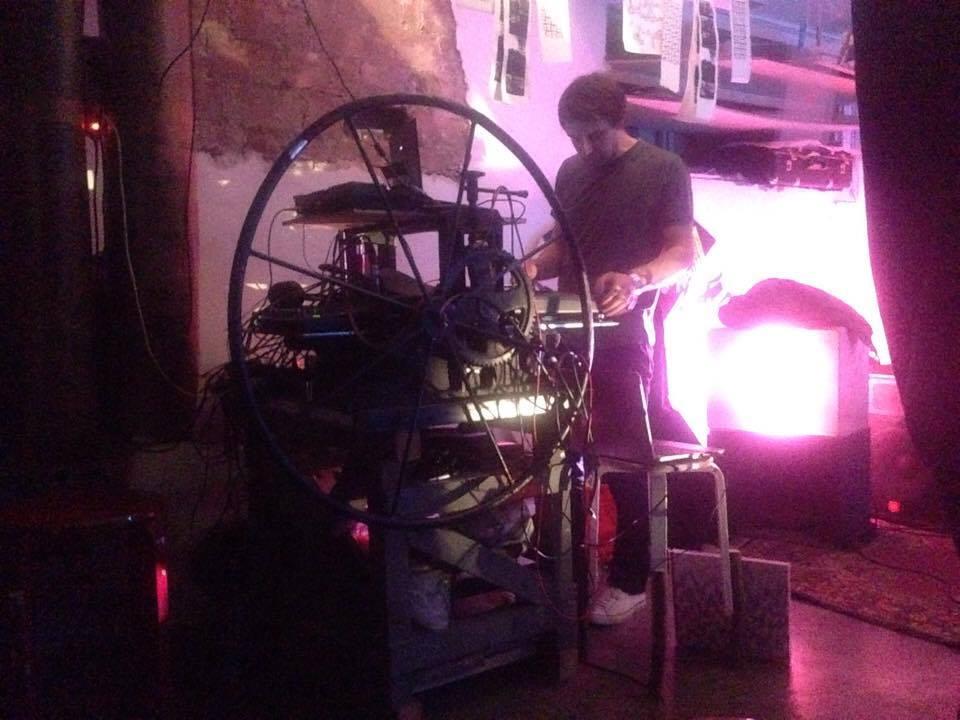 Eksperimentaalmuusika öö Grafodroomis. Foto: Piret Karro