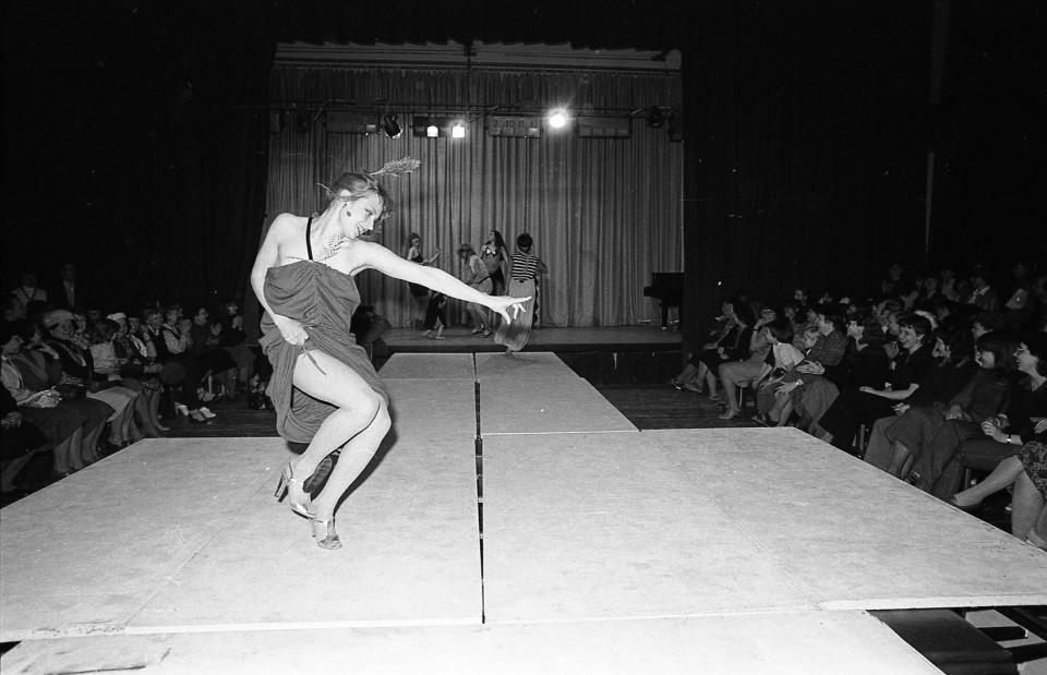 Modell Kaja Glikman (Vendla) Hilja Tüüri kollektsioonis (1982). Foto: Margus Haavamägi