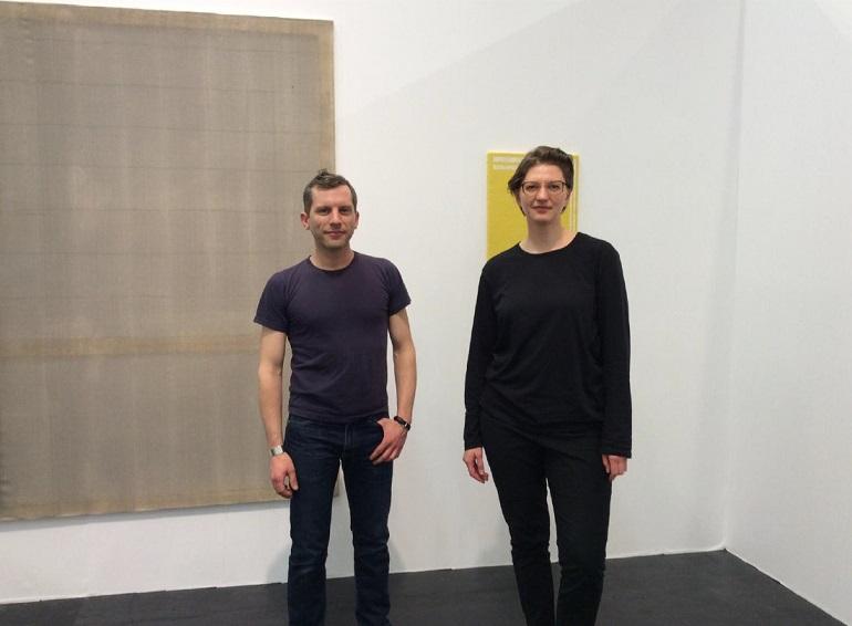 Sam Martineau ja Katrin Koskaru Kölni NADA messil. Foto: Jessamyn Fiore