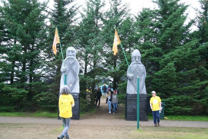 Viking gates and festival volunteers. Photo: Kaili Lehtemaa