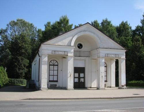 """Tõrva kinomaja """"Koit"""". Avati 1. septembril 1953. aastal. Hoones näidati kino kuni 2004. aastani. Foto: Tõrva Dokfest"""