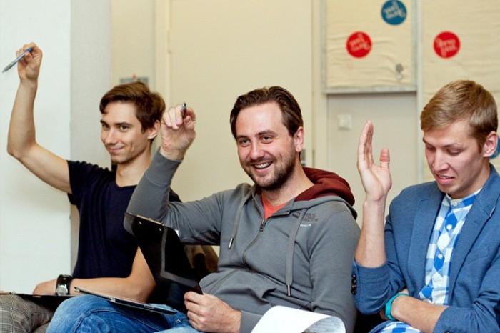 Noortebändi ühiskuulamine. Fotol: Taavi Paomets, Kristjan Kaasik ja Egert Milder. Foto autor: Kris Moor (ajakiri Kitarr)