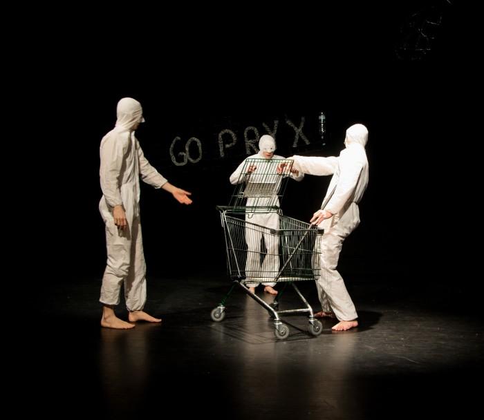 """Polygoni Teatrikooli etendus """"Olevused"""" 2016. aasta teatripäevadel. Foto: Elise Ader"""