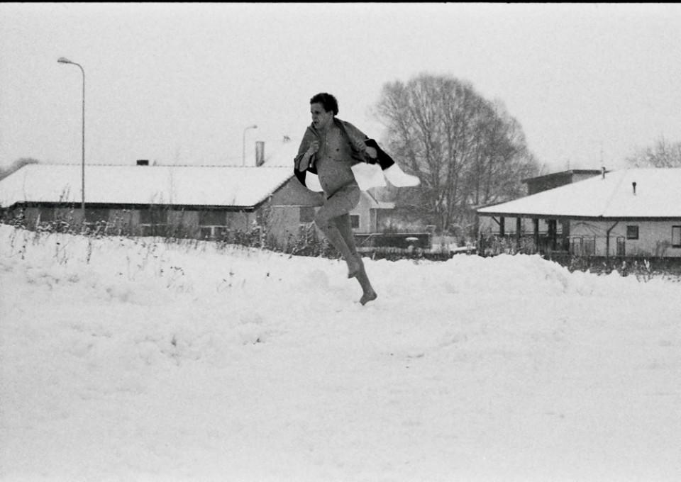 """Foto Veiko Õunpuu 2009. a. filmi """"Püha Tõnu kiusamine"""" võtetelt"""